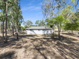 View profile: A Fully fenced 1 Bedroom Home on 2.71 Acres