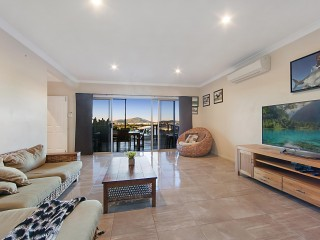 View profile: Come Sit back & Take In The Views Of The City to Castle Hill