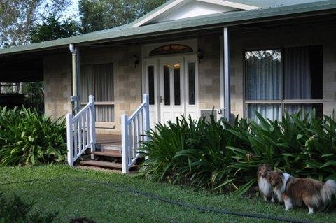 5 beds + Granny Flat all on an acre
