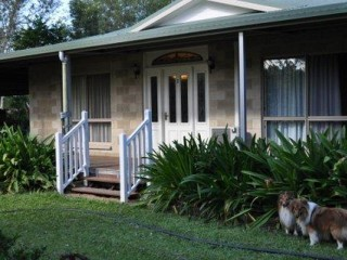 View profile: 5 beds + Granny Flat all on an acre
