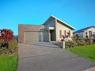 View profile: EX-DISPLAY HOME WITH SOLAR