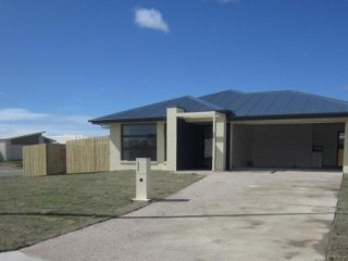 View profile: GREAT LAYOUT – BIG YARD WITH DOUBLE SIDE GATE ACCESS