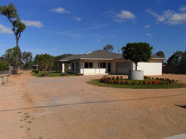 HUGE HOME - 3 BEDROOMS + LARGE STUDY– ½ ACRE