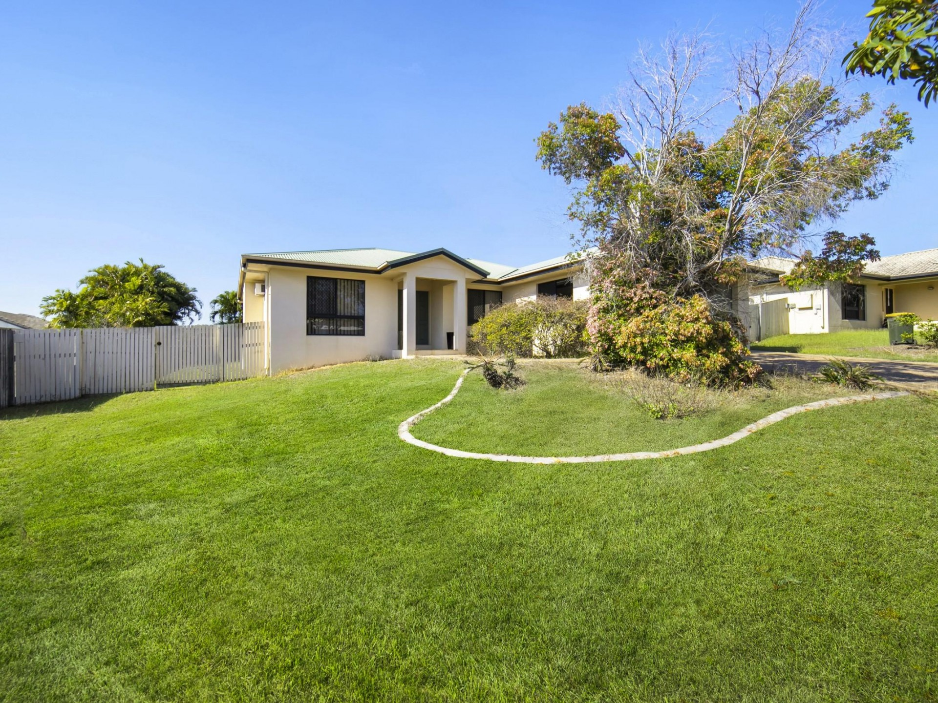 Great Location Half-Way Up the Hill on 719sqm